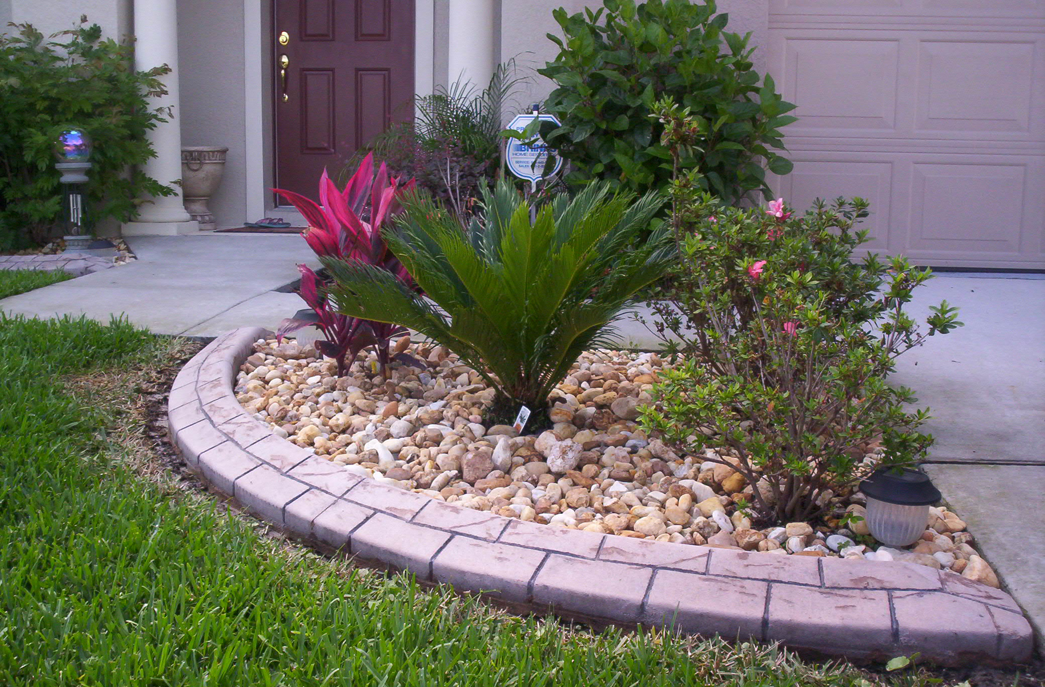 Garden curbing traders wholesalers and buyers concrete for Garden edging stone designs